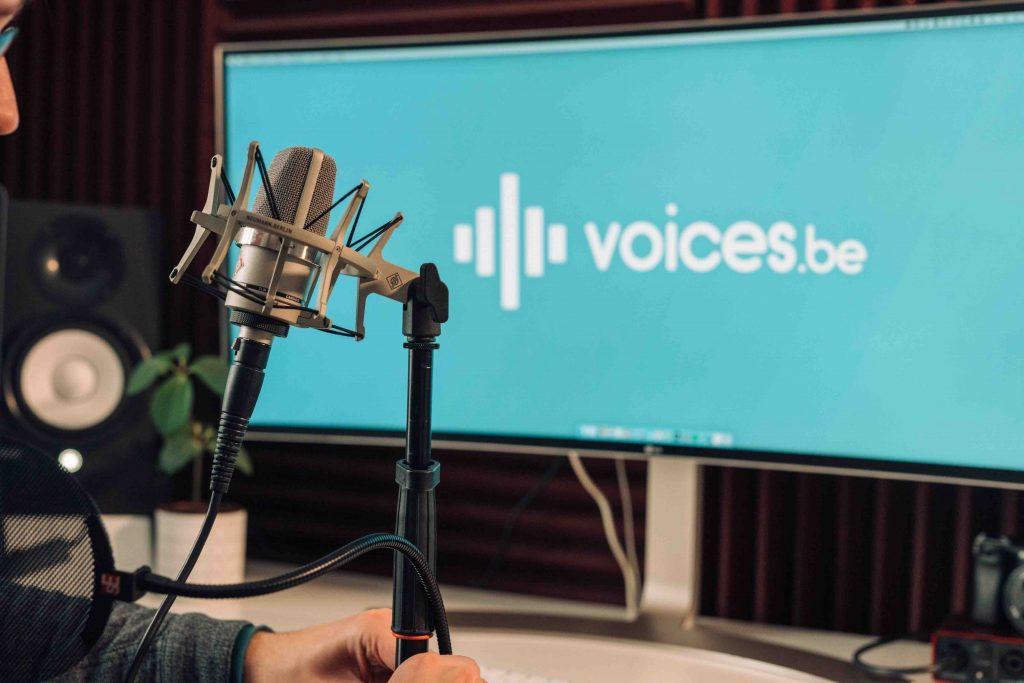 Voices.be is opgericht in maart 2020 door Johfrah Lefebvre. Het bedrijf brengt de mooiste telefoonstemmen van België, Nederland, Frankrijk en Duitsland samen. In de loop van de tijd werd het bedrijf enkele keren voorgesteld in de pers. Hier vind je deze artikelen.